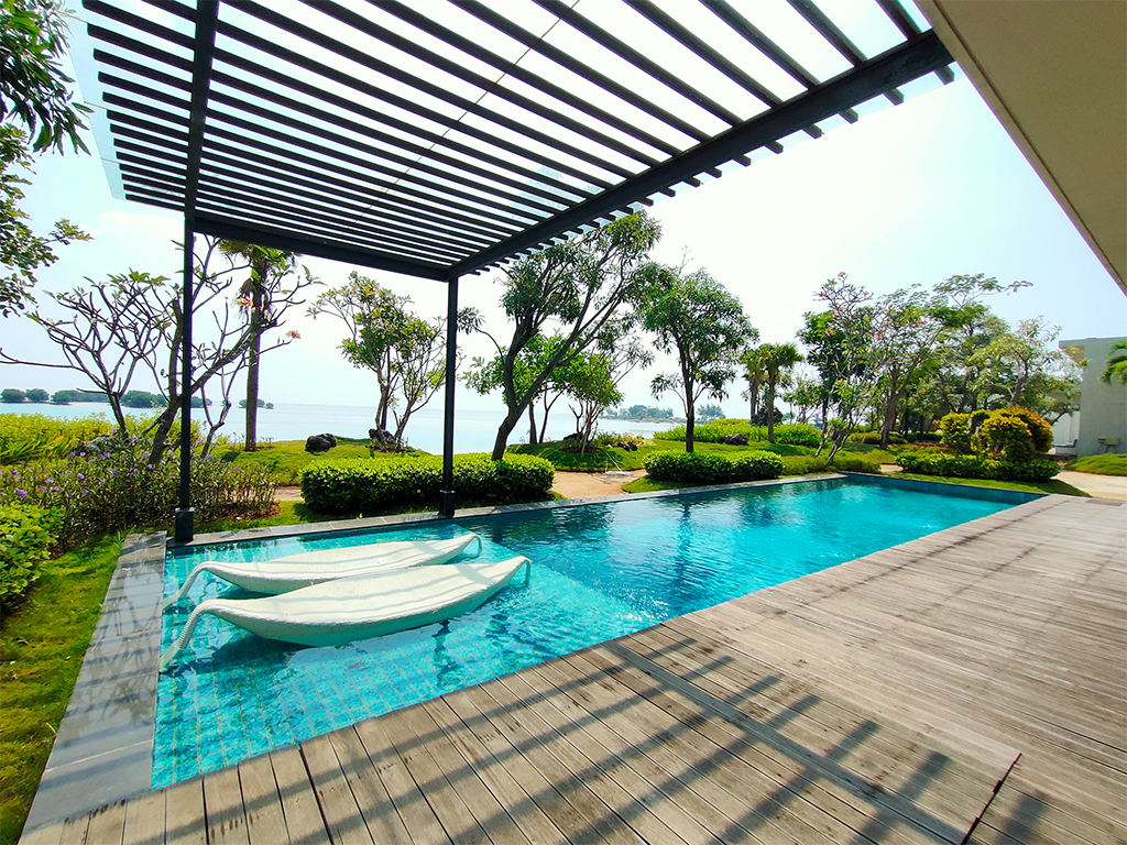 Pulau H Swimming pool